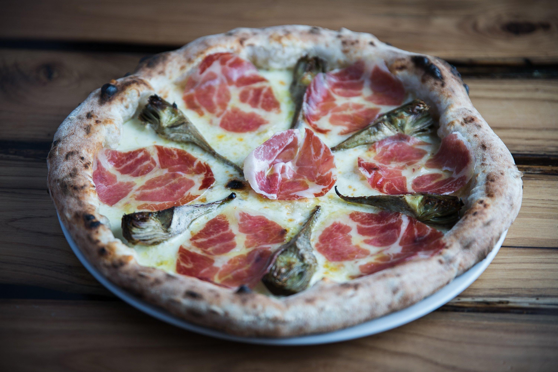 pizza con carciofi e capocollo